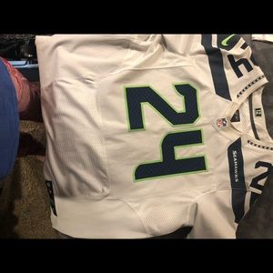 ONE of a Kind Marshan Lynch stitched New Jersey..